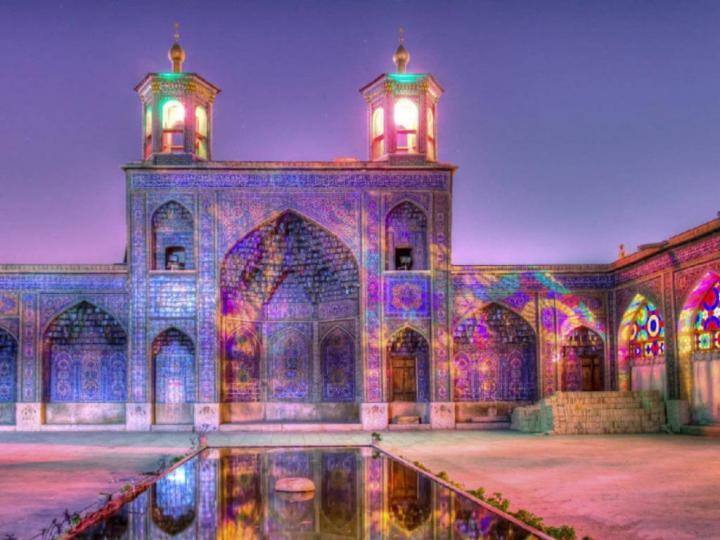 Avlu ve Cami Manzarası