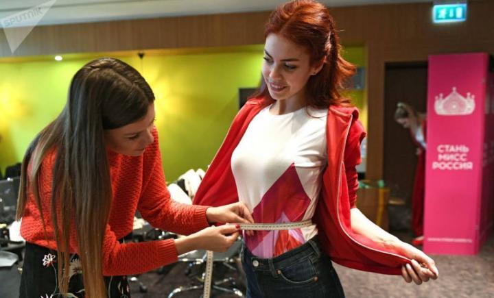 Bu yıl yarışma için yapılan açık seçmelere Rusya'nın dört bir yanından 75 binden fazla genç kadın katıldı, ancak sadece 50'si finalde Rusya Güzeli unvanı için yarışma şansını yakaladı.