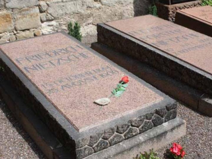 Ölümü ve Mezarı